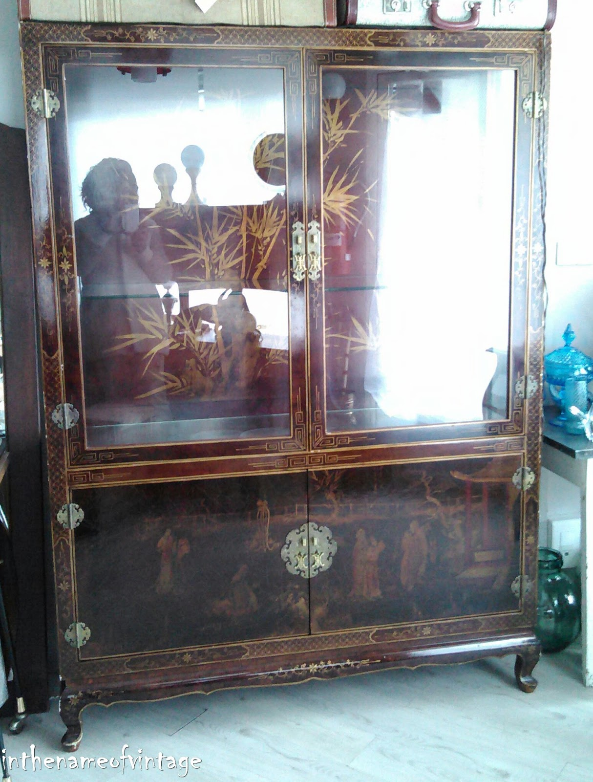 Mueble aparador vitrina oriental mid century for Comedor oriental